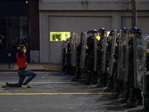 Alemania espera que protestas en EU provoquen 'cambio'
