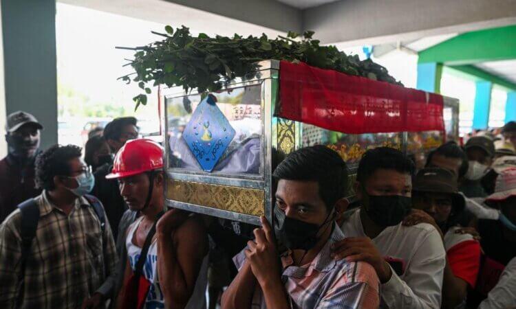 Policía de Myanmar abre fuego y mata a manifestante antes de reunión del Consejo Seguridad ONU