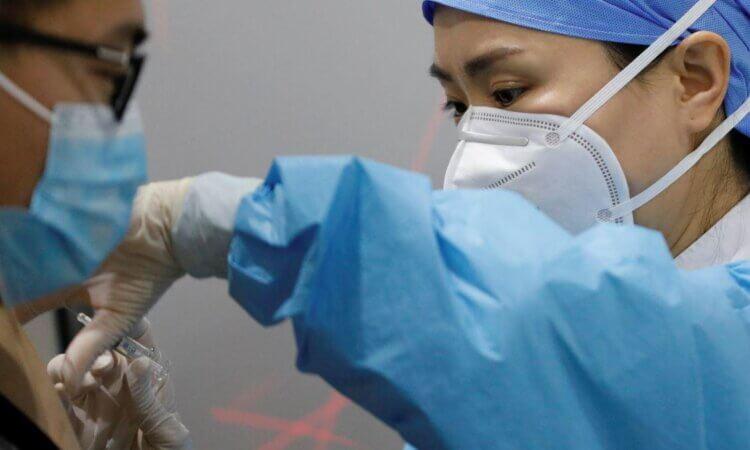 China podría producir vacunas contra Covid-19 para cubrir a 40% de población para mediados de 2021