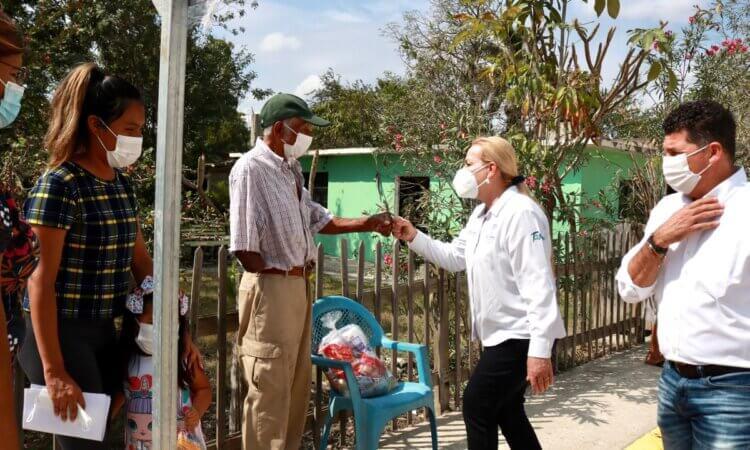 Gobierno de Alma Laura Amparán beneficia a más familias de la zona rural con diferentes apoyos