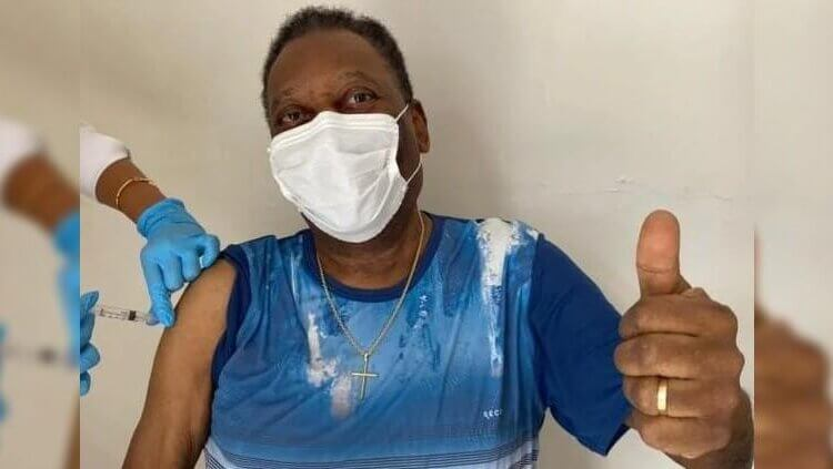 Recibe Pelé vacuna contra el coronavirus