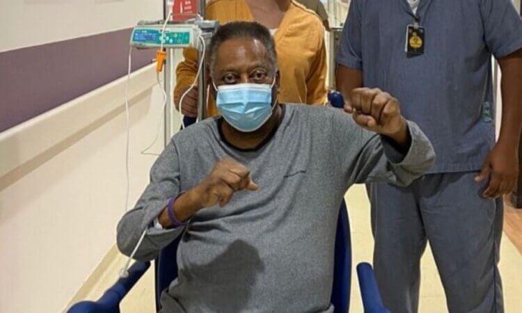"""Pelé continúa recuperación y celebra que """"cada día está mejor"""""""