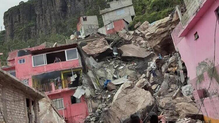 Ofrecen casas a habitantes en zona de riesgo tras derrumbe en EdoMex